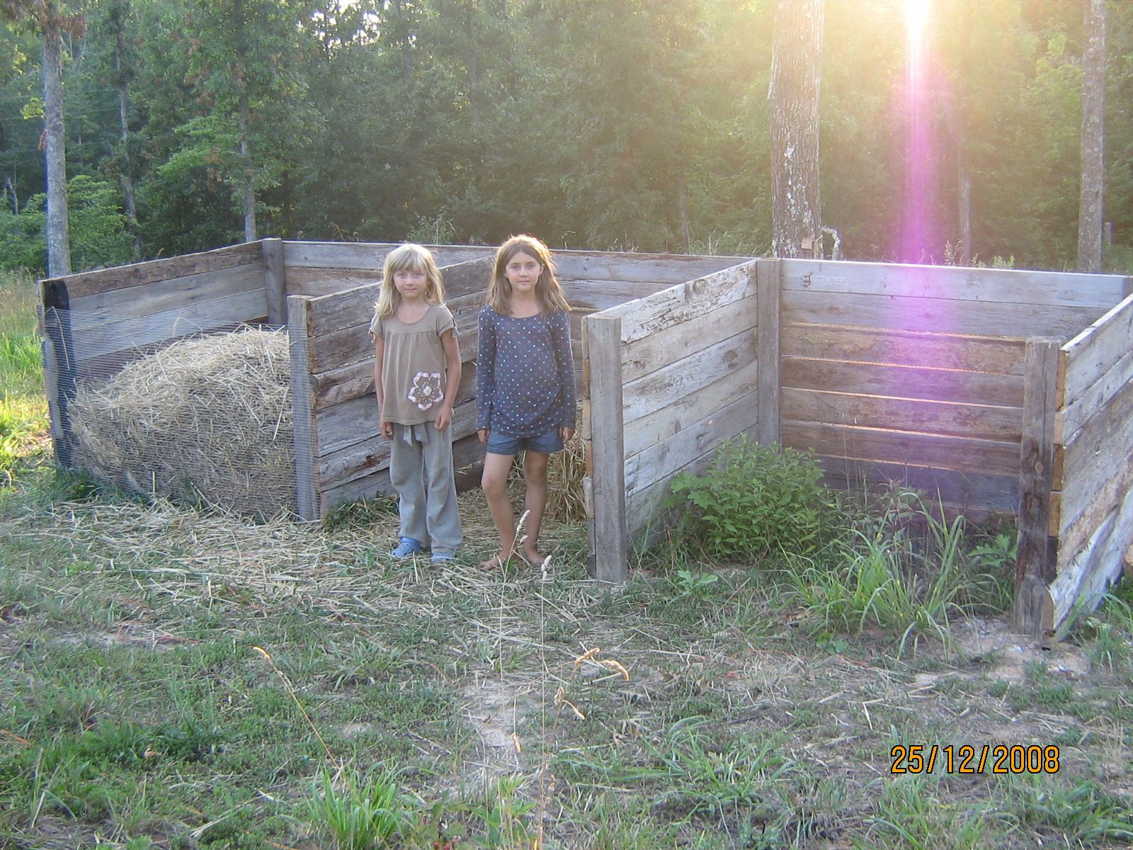 pics How to Build a Humanure Compost Bin