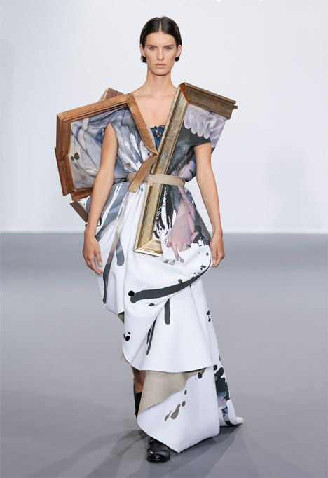 Dutch Fashion Designers Viktor Rolf Transformed Broken Picture Frames Filled With Fabric Into Haute Cou Couture Collection Fashion Inspiration Design Fashion