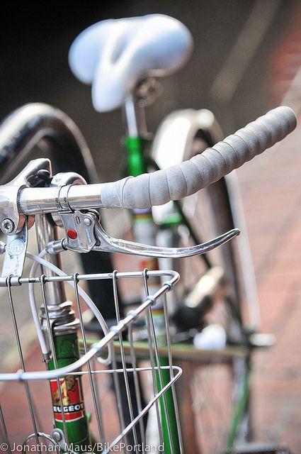 Locked Up Peugeot Downtown 8 Bicicletas Vintage Bicicletas Fixie