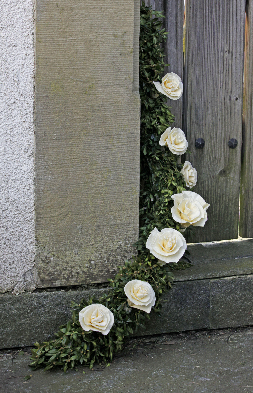 Turgirlande Mit Papierblumen Papierblumen Basteln Papierblumen Papier Basteln Hochzeit