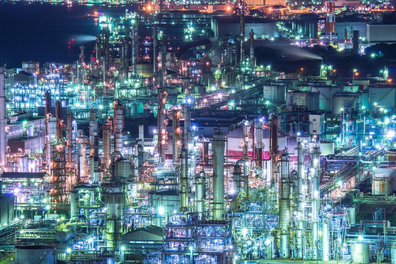 """2015年に決定した""""新""""日本三大夜景。長崎・札幌・神戸が選ばれ、その夜景の美しさは目を見張るものばかり!しかし、そんな都市の夜景もさることながら、工場夜景のブームも衰え知らず! 知る人ぞ知る!工場夜景の魅力..."""
