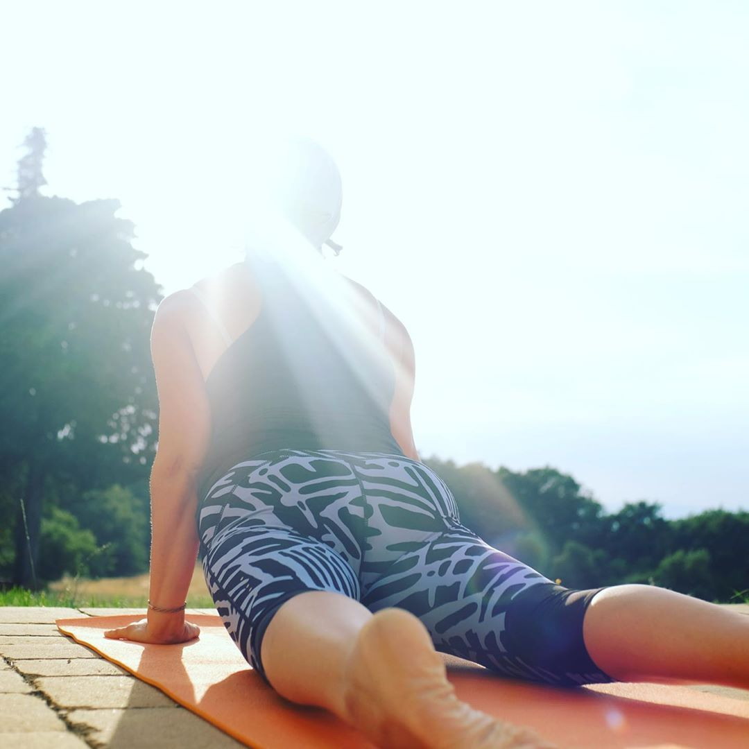 Start the morning with a salutation to the sun ☀️ 🧘🏽♀️www.ipoderi.it #sunsalutations #photooftheday #relaxation #peacefulmindpeacefullife #travelitaly🇮🇹 #yogalove