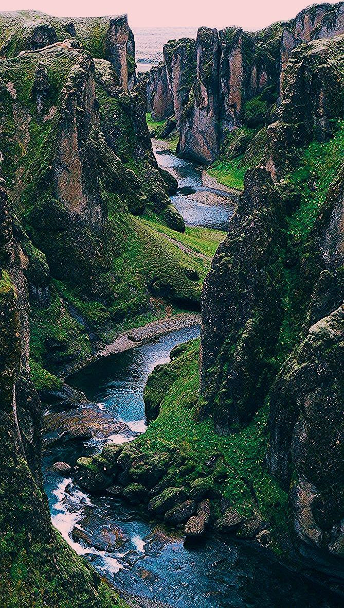 Best Photography Landscapes In Iceland - Fjaðrárgljúfur Canyon - Früchte im Garten