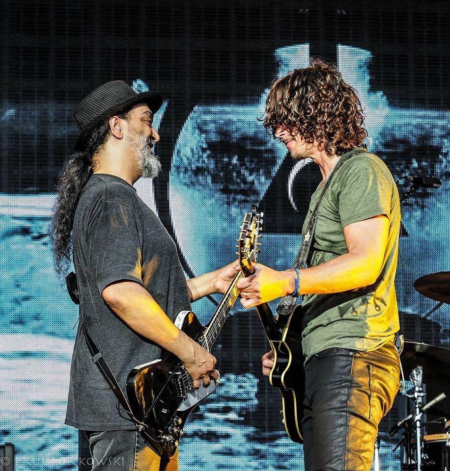 Kim Thayil and Chris Cornell