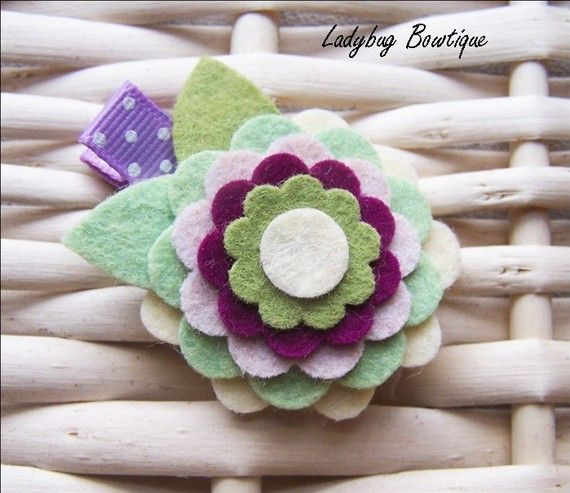 Wool Felt Flower Clip... I could totally make this!