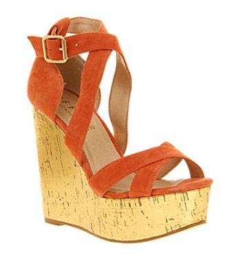 Yes, the wedge is gold. Which makes them SO much better!