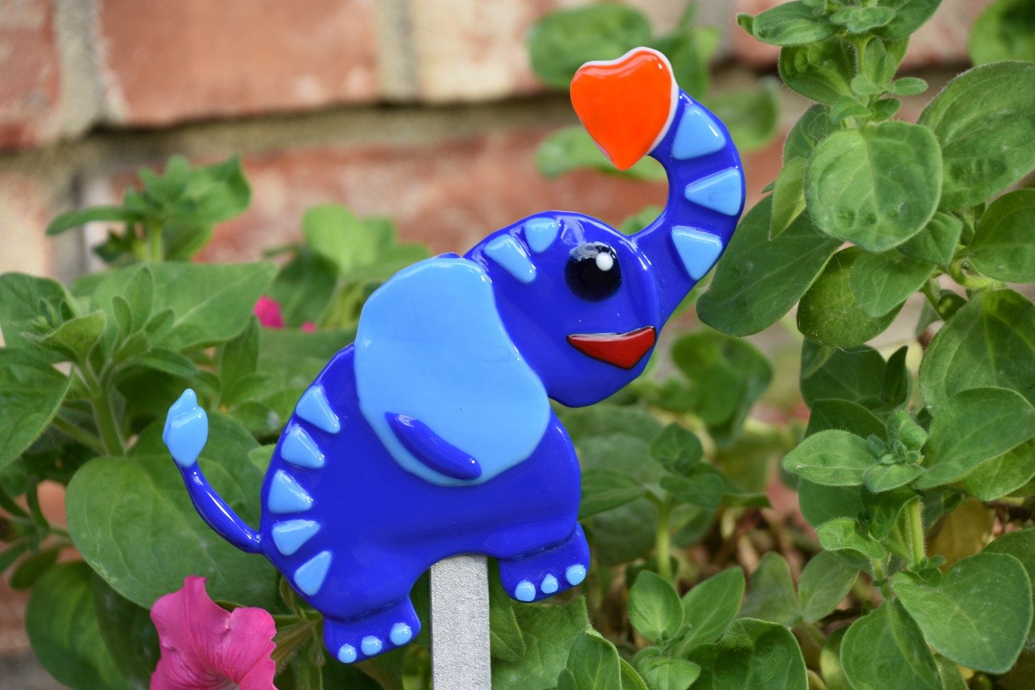 Add character to your garden! Decorative garden stakes of animals ...