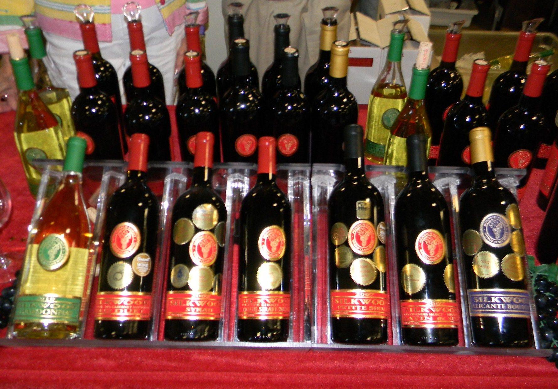Silkwood Wines Monnich Family World Class Wines Family World Wines Wine Bottle