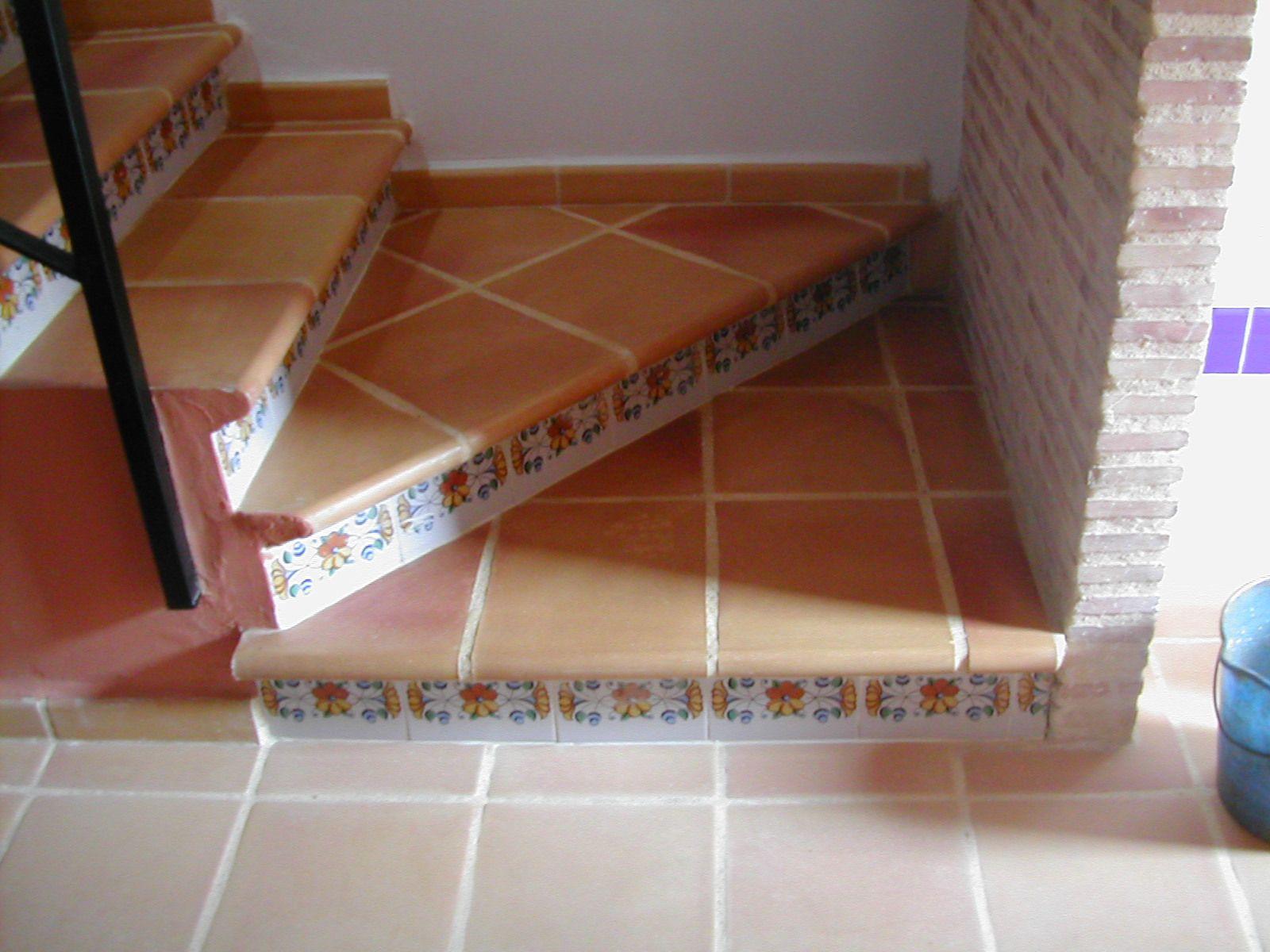 Preciosas Escaleras De Terracotta Decoradas Con Cenefas Dale A Tu