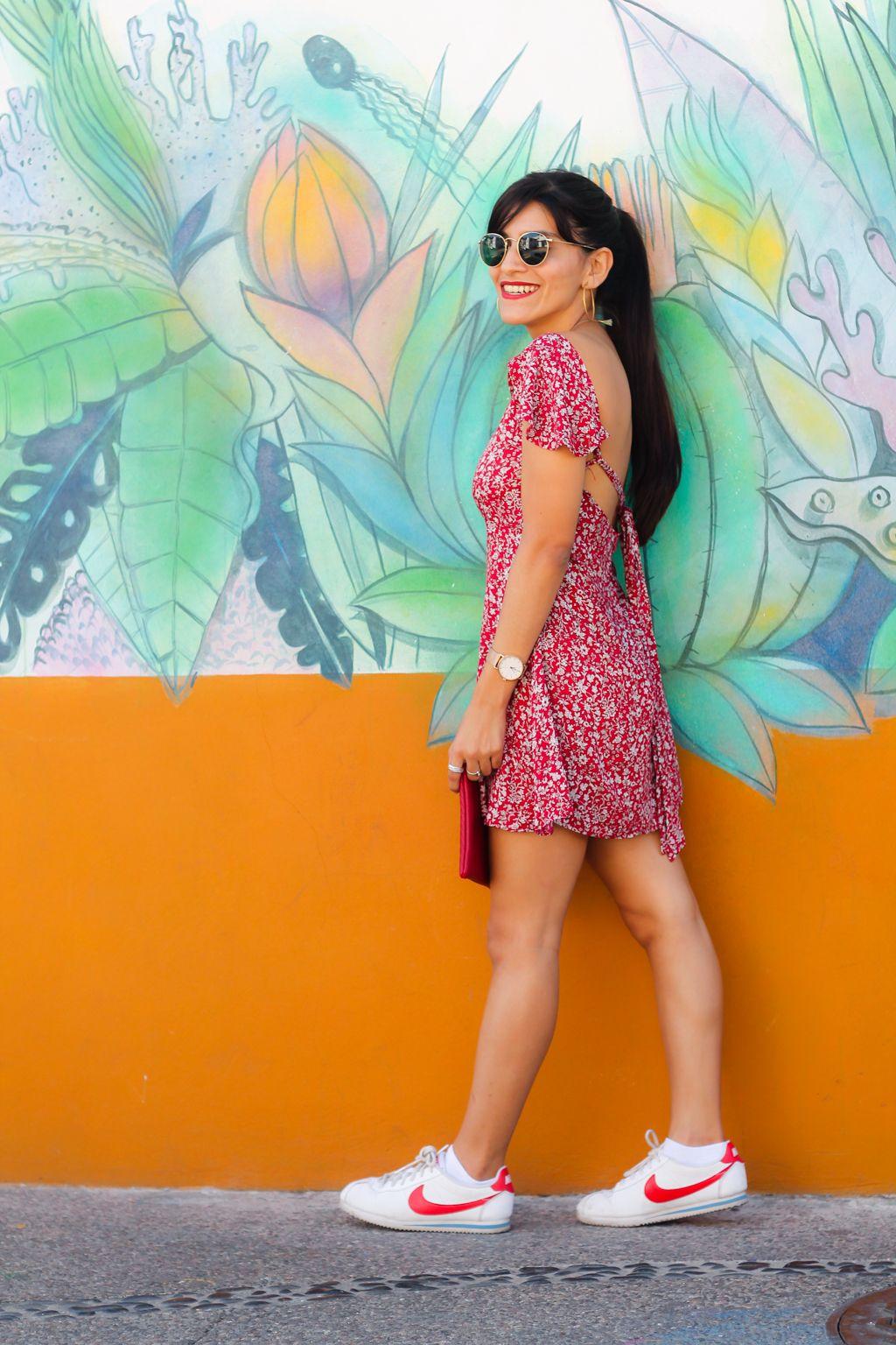 Lista Para La Primavera Con Este Vestido Rojo She Petite Outfit Vestido Rojo Ropa Informal De Primavera Vestidos Con Tenis