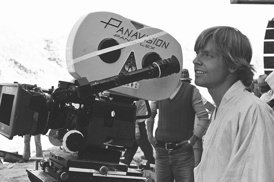 Panavision Camera Star Wars : Mark hamill next to panavision camera tunisia anh star wars