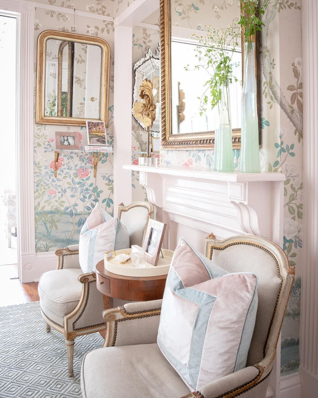 Maison Decor: French Country: Enchanting Yellow & White