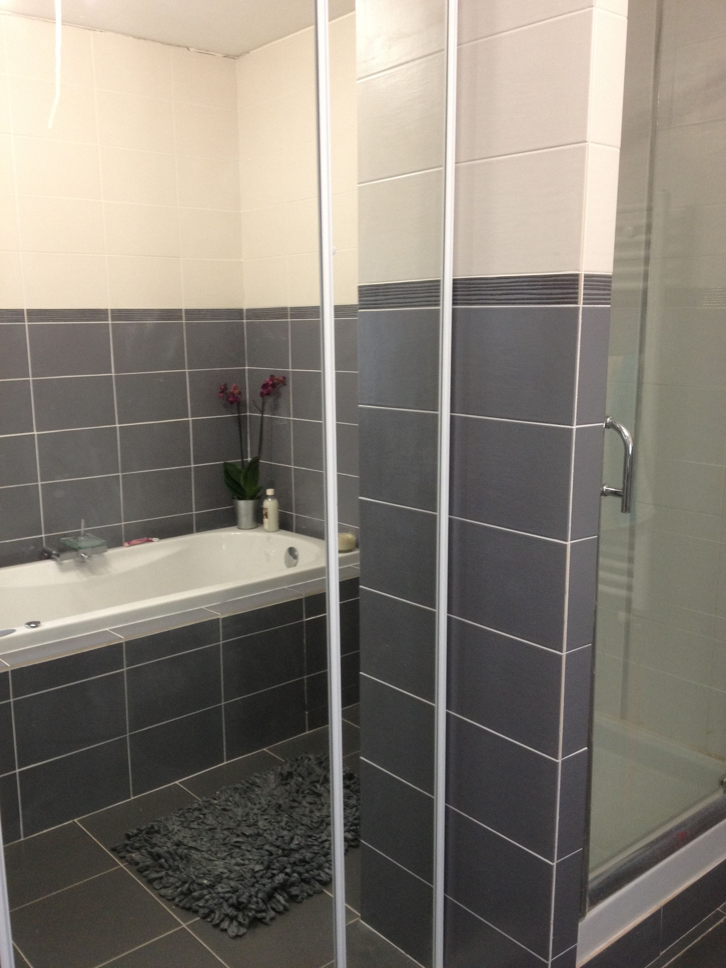 Related For Carrelage Salle De Bain Blanc Et Gris Salle De Bain - Carrelage salle de bain gris