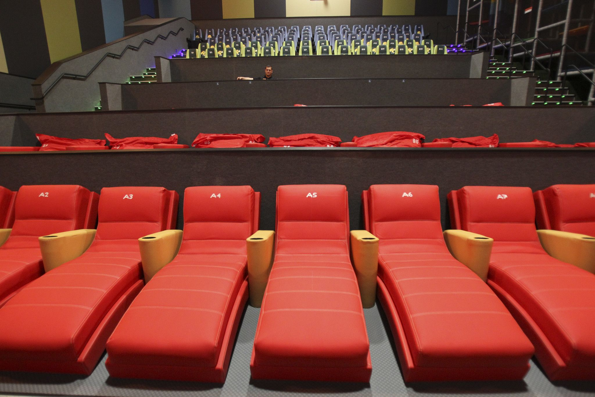 new vista cinema offers smells rain fog with your popcorn the rh pinterest com Pirates of the Caribbean in 4DX Cinema 4DX Theater USA