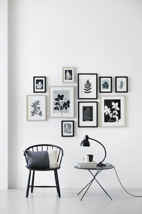 Parede com quadros em preto e branco na decora o mesa for Quadros dormitorio