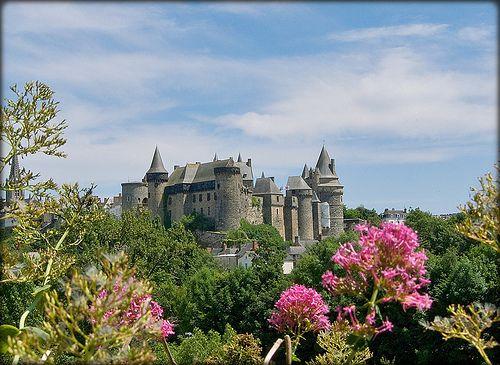 http://www.remains.se  Château Fort Médiéval..... à Vitré .....aux portes de la Bretagne.