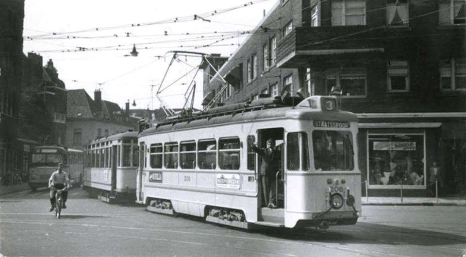Jan Hendrikstraat hoek Prinsegracht, tram 3 (rijtuig 206) richting Staatsspoor.1955 foto van Andries Nennie.