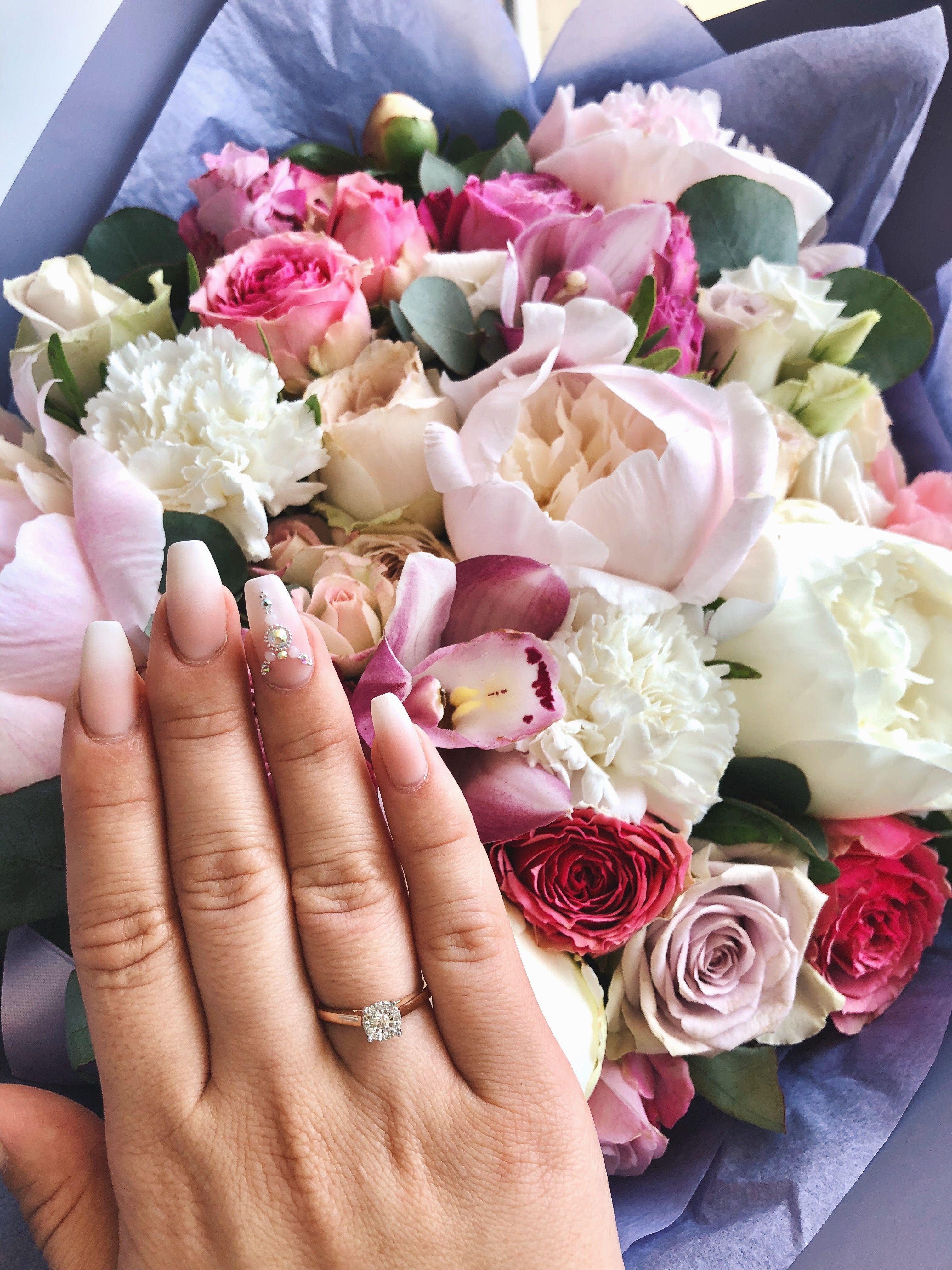 букет цветов с кольцом фото никто