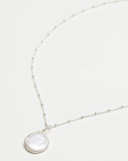 Sweet, simple and easy-to-pair with every outfit! Pearl Coin Necklace