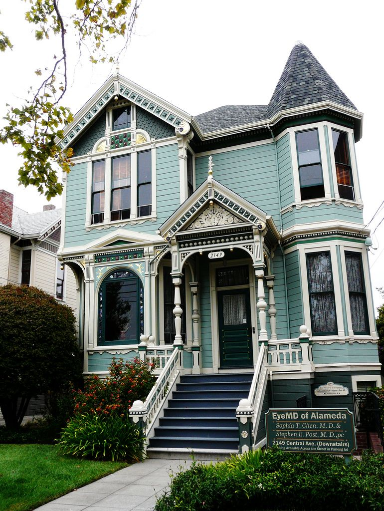 Gorgeous Victorian Love The Style Of Victorian Houses Including Their Arches Irregular Shapes Textured Victorian House Colors House Styles Victorian Homes