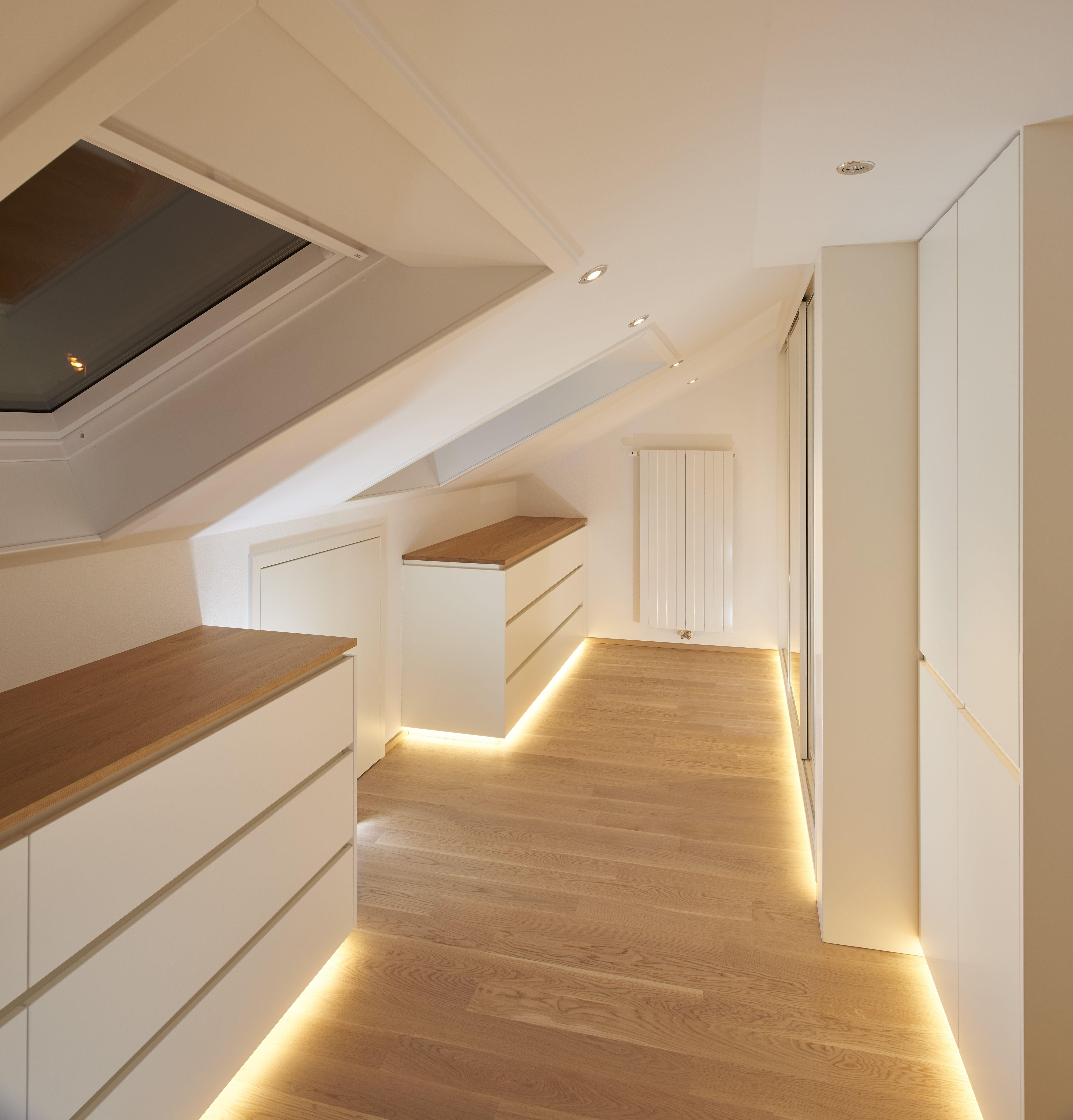 Das Ankleidezimmer unter der Dachschräge ist aus Eiche Massivholz hergestellt. … – My Blog