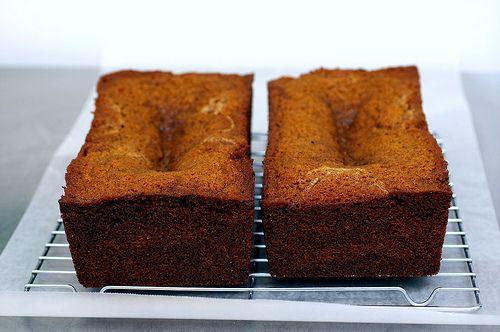 Torta de miel http://jesslekerman.blogspot.com/2011/09/torta-de-miel-con-peras-caramelizadas.html