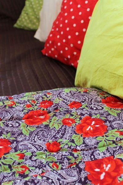 täkki,sisustustyyny,tyyny,tyynyliina,päiväpeitto
