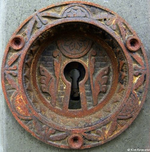 Rusty Engraved Round Keyhole Plate http://www.tumblr.com/blog/thepowersofbe
