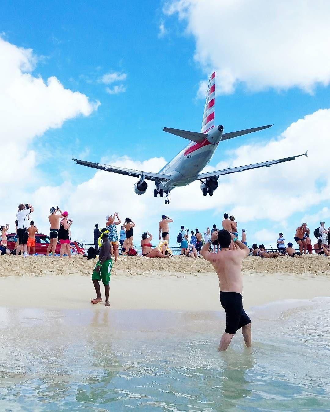 Ollaan jo kotimatkalla mutta Maho Beachilta riittää kuvia. Upea viikko lämmössä takana! Seuraava Karibian loma jo mietinnässä.  #mahobeach #sintmaarten #stmaarten #stmartin #vacation #loma #beach #ranta #rantaloma #americanairlines #travel #matkalla #reissu #lentokone #airplane #ig_travel #caribbean #karibia (via Instagram)
