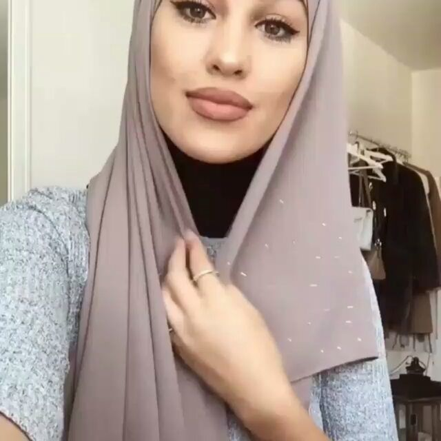 "Photo of @amazing_hijab_blogger on Instagram: ""This Hijab turtorial is  different and beautiful 😍😍 #awesomedpzcollection #cutedpsquotes  #hijabchamber #tesettürlü #tülesarp  #shawl…"""