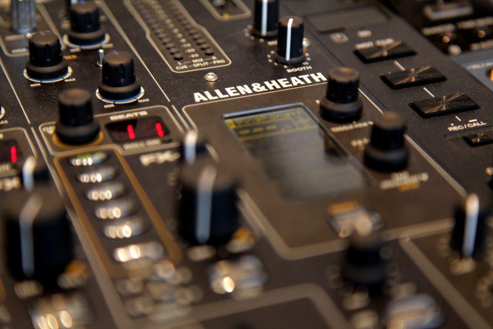 Allen & Heath Xone:DB4 DJ-Mixer #Xone #DB4 #Mixer #DJ