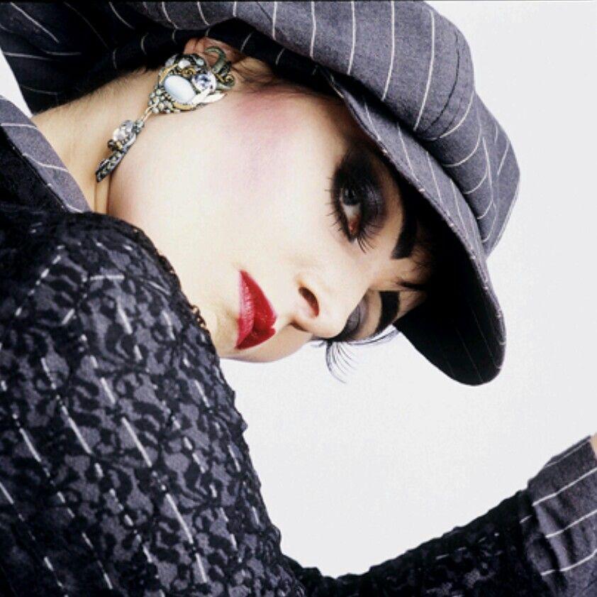 Striking Siouxsie.