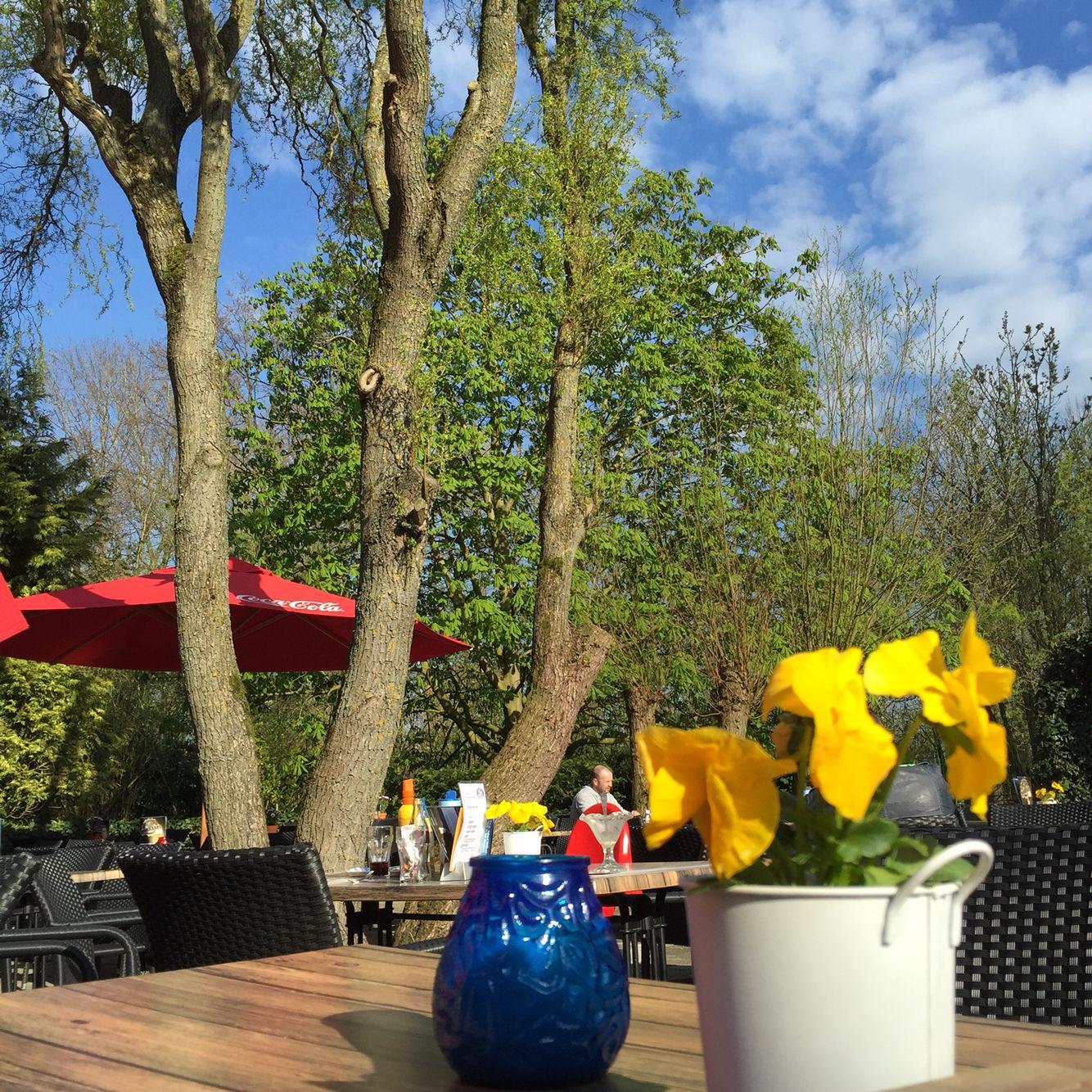 Lekker weer vandaag, dus even een terrasje met een #pannenkoek