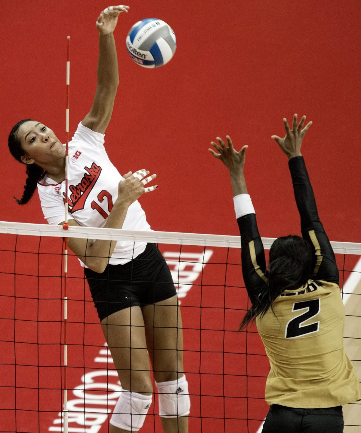 Lincoln Regional Notes Tweak Helps Sweet Break Out Of Slump Devaney Crowd Impresses Coaches Volleyball Pictures Coaching Volleyball Basketball Girls