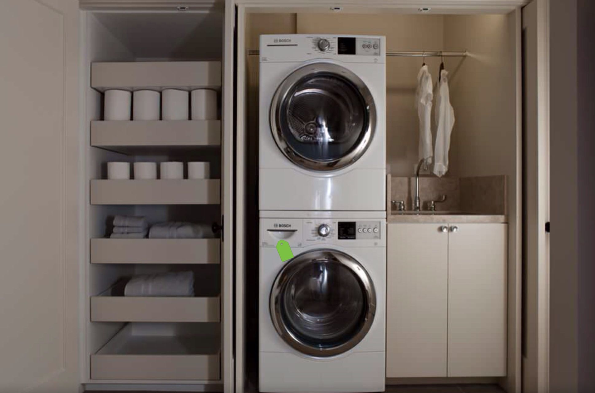 Wasmachine kast met wasbak en ladekast bijkeuken laundry room
