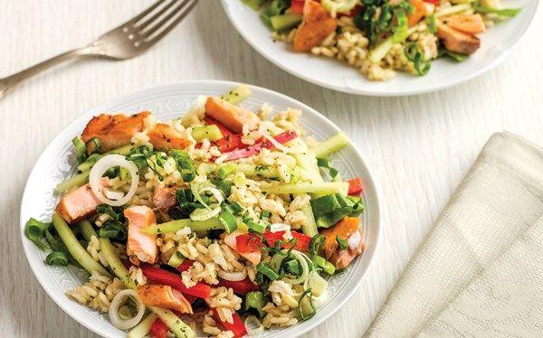 Ensalada de arroz integral con salmón