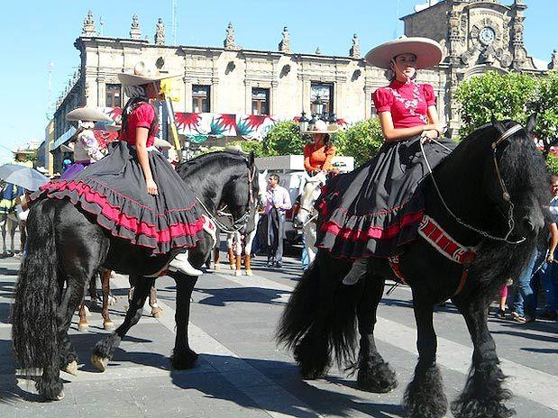 Escaramuzas en México | veztidos de escaramuza charra y ...