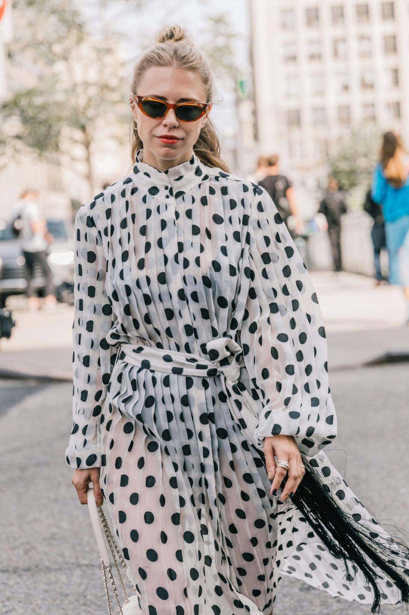 Fashion Week Nova Iorque, Semanas De Moda, Roupas Brancas, Vestidos  Bonitos, Belos Vestidos, Vestidos De Manga Longa, Vestido Com Mangas,  Vestidos Casuais, ... ef503a7d5d