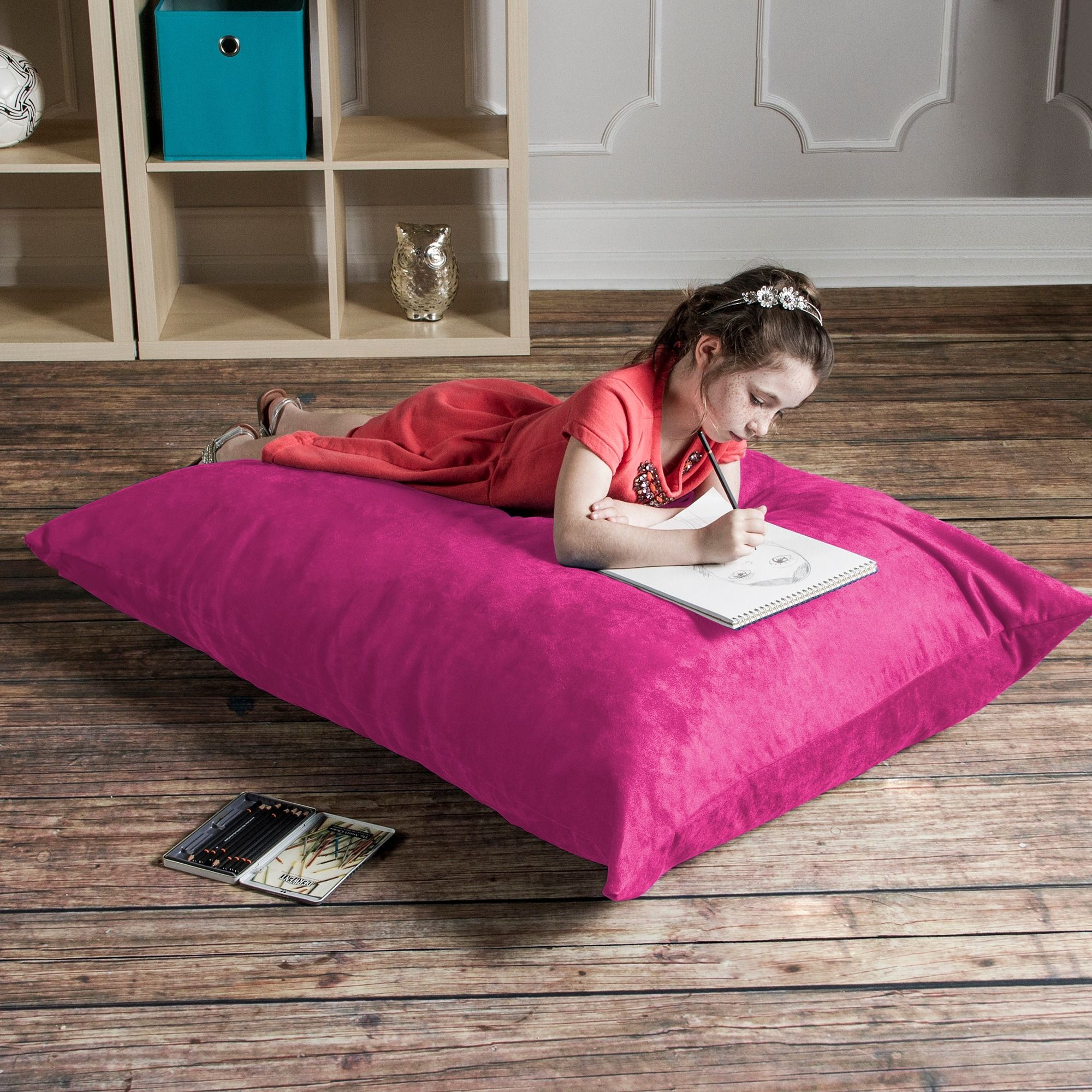 The 3.5' Pillow Saxx is perfect for active kids who need a platform for playing games, watching TV and hanging out. Lying flat, it works as a crash pad, and on it's side or against the wall it provides the perfect platform for relaxing.
