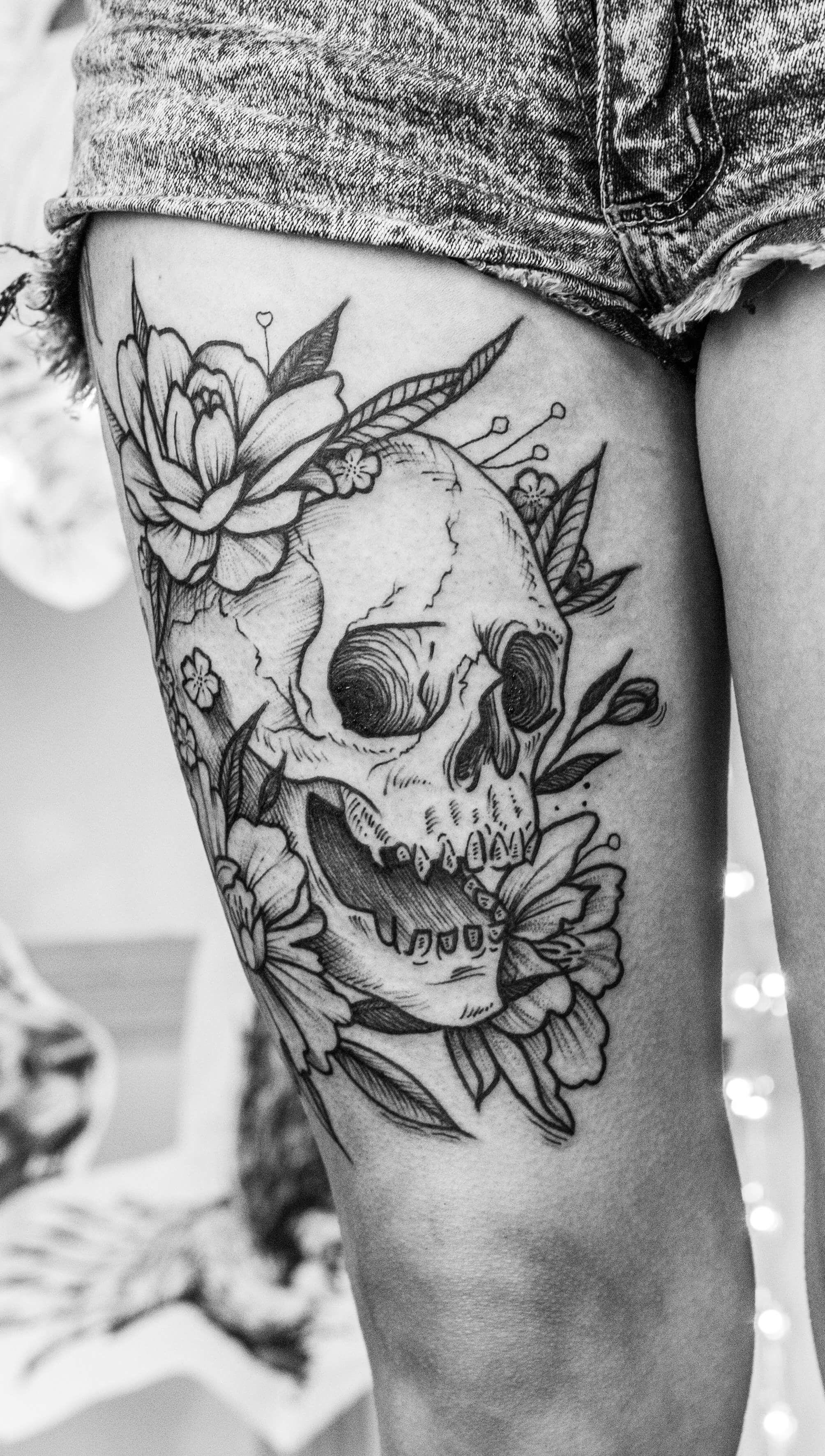 38a9de92a Skull tattoo by Tia Perla #tattoo #tatuajes #blackwork #blackworkers  #blackworktattoo #blackworkers_tattoo #skull #skulltattoo #flowers  #flowertattoo