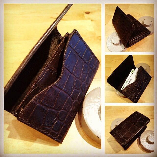 Leather card holder 型押し革のカードホルダー