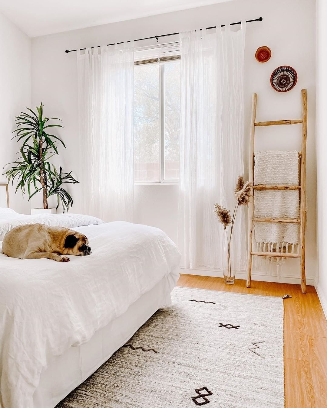"Apartment Therapy on Instagram: ""️ (via @home.and.spirit)."""