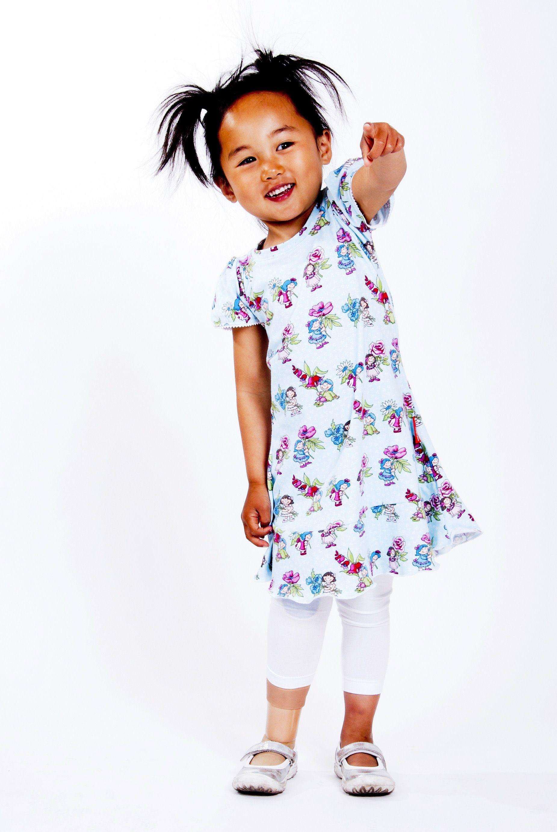9fc268bb1f2804 Heerlijk Flamenco jurkje met korte pof mouwtjes en super lieve print met  bloemen meisjes.