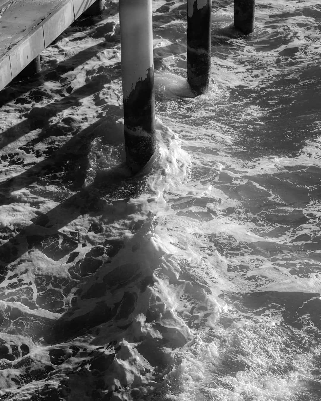 Waves.  Also available as print. Just check out my website. ☑️ #wave #waves #bw #sea #ocean #beach #beachvibes #beachlife #lifeisbetteratthebeach #sunny #sunnyday #beautifulsea #denhaag #print #prints #printsforsale #fineartprints #fineartphotography #photography #photographyprints #posters #darkroom
