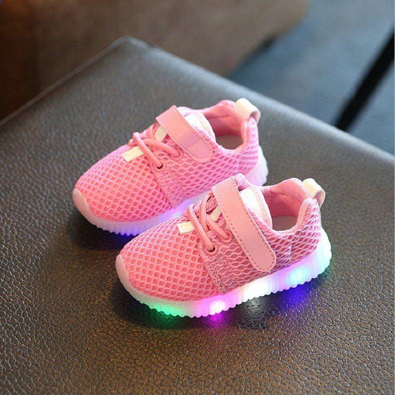 2016c0a3ec39f 2017 लाइट लेड बच्चों के जूते के साथ नए फैशन बच्चों के जूते चमकीले चमकते  स्नीकर्स बेबी ...