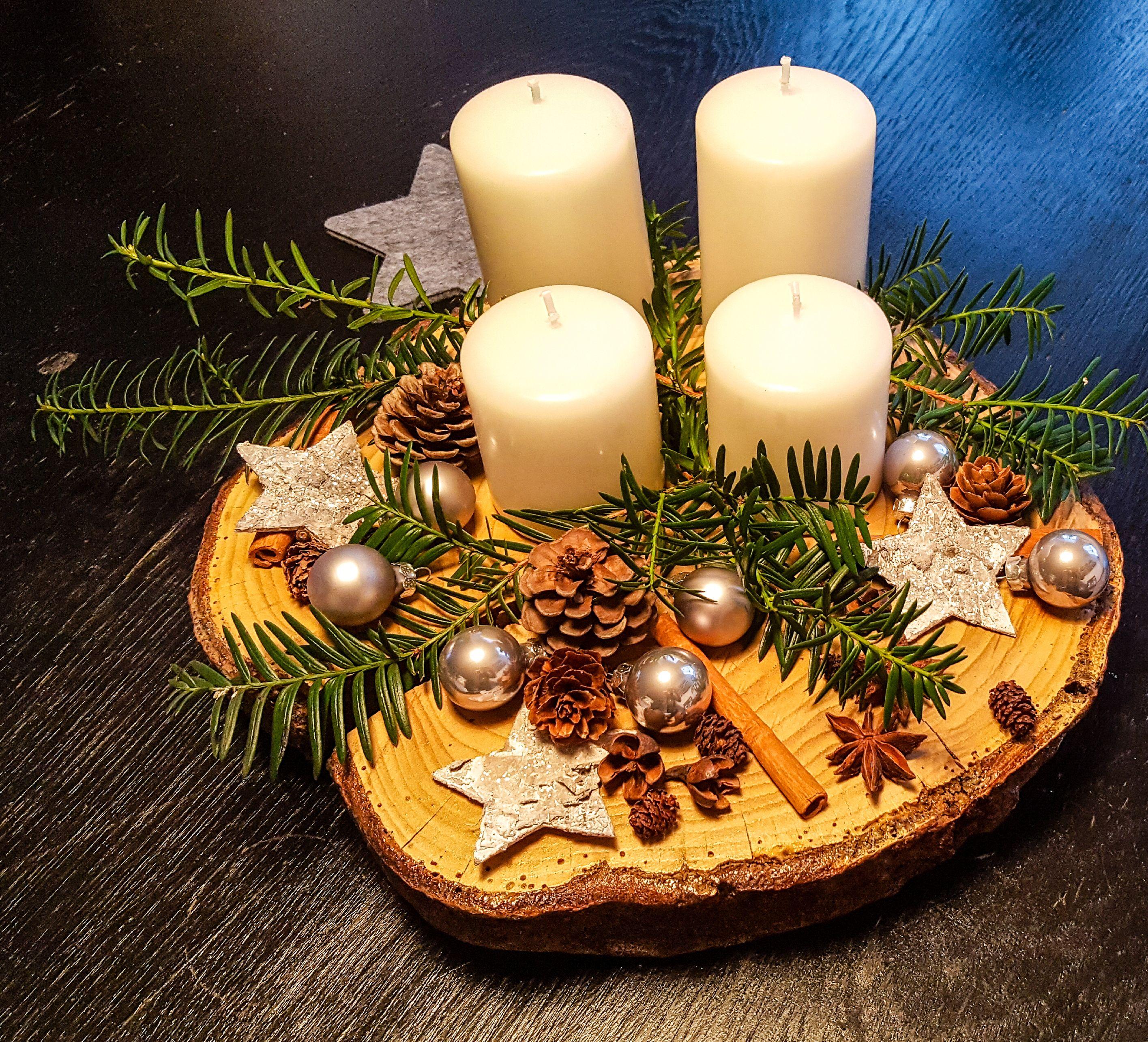 diy adventskranz auf einer baumscheibe advent pinterest christmas christmas time and wreaths. Black Bedroom Furniture Sets. Home Design Ideas