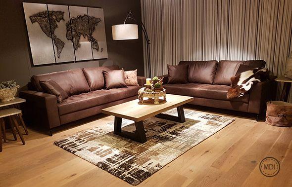 Das retro Sofa schafft einen ganz besonderen Look für dieses