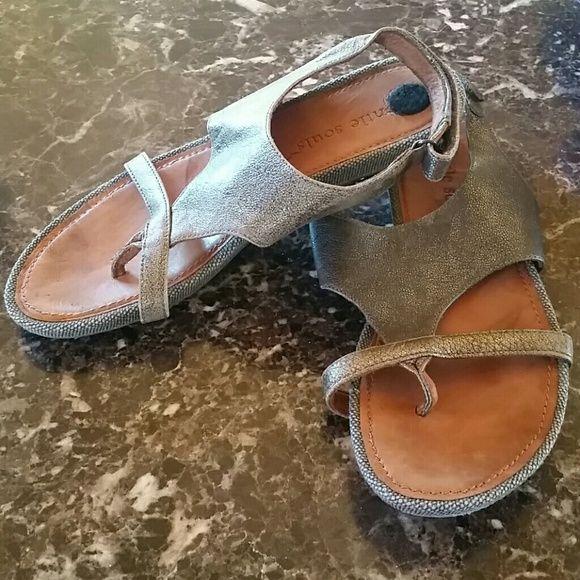 Gentle Souls  Bronze Metallic Sandal Size 7 1/2 M Excellent condition - style Bless Art gentle Souls  Shoes Sandals