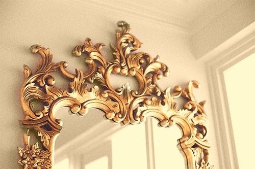 I'm such a sucker for a beautiful gold guilded mirror. I want HUGE ones in my shoppe. :) Haute Faves Deux