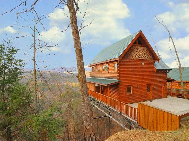 The Honeymoon Sweet This 1 Bedroom Cabin Has A Romantic View Of The Smoky Mountains Click